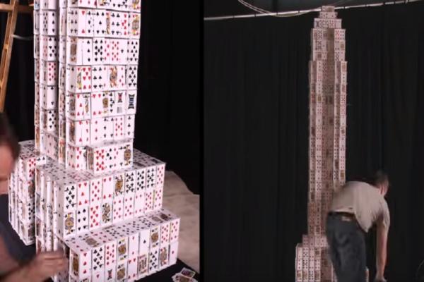 Το ιδανικό επάγγελμα: Άντρας στοιβάζει τραπουλόχαρτα και στη συνέχεια τα διαλύει! (Video)