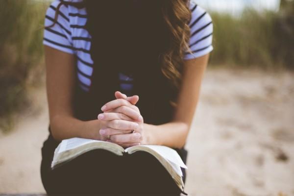 Τι ακριβώς συμβαίνει στον εγκέφαλό μας όταν κάνουμε προσευχή;