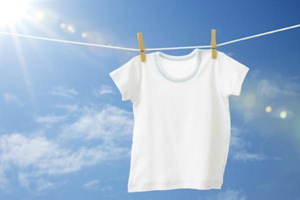 Tips για κάθε νοικοκυρά! 8 τρόποι για να φαίνονται πάντα τα λευκά σου ρούχα πεντακάθαρα!