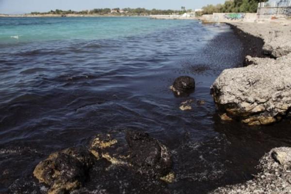 Νεκρώνει ο βυθός της θάλασσας από την οικολογική καταστροφή που προκάλεσε η πετρελαιοκηλίδα!