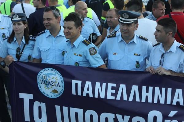 Θεσσαλονίκη: Πορεία διαμαρτυρίας των ενστόλων με επικεφαλής τον αρχηγό της ΕΛΑΣ! (video)