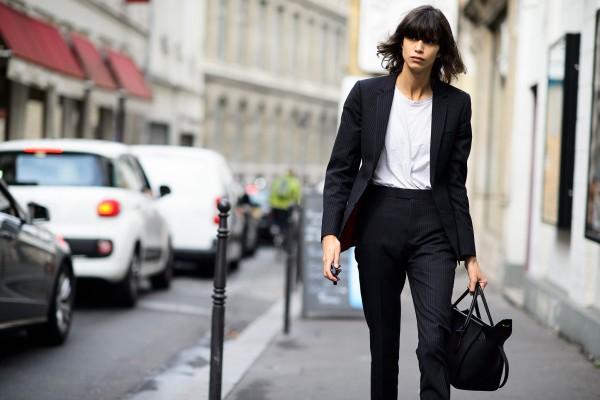 Τα παπούτσια του καλοκαιριού που θα φοριούνται και τον χειμώνα: Το πιο αμφιλεγόμενο fashion trend!