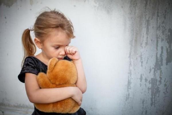 Γονείς δώστε βάση: Τι φοβούνται περισσότερο τα παιδιά ανά ηλικία και πώς μπορείτε να τα βοηθήσετε!