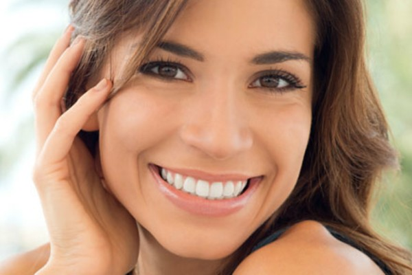 Υπάρχει ένα φρούτο που θα σου χαρίσει λευκό και αστραφτερό χαμόγελο!
