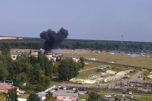 Τραγικό δυστύχημα στη Ρωσία: Δυο άνθρωποι έχασαν τη ζωή τους όταν αεροσκάφος επιδείξεων συνετρίβη! (photos - videos)