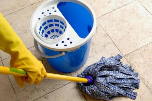 Θες να αρωματίσεις το σπίτι σου χωρίς απορρυπαντικό στο σφουγγάρισμα; Και όμως υπάρχει τρόπος...