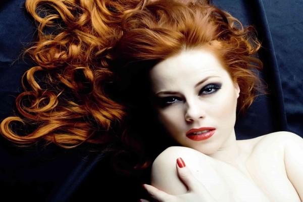 Ένα εύκολο και απλό tip για να βάψετε τις ρίζες των μαλλιών σας χωρίς... βαφή!