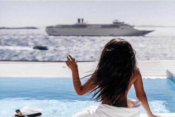 Έτσι πέρασαν το καλοκαίρι τους τα πλουσιόπαιδα του Instagram: H Μύκονος, τα σκάφη και οι Lamborghini!