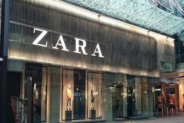 ZARA: Το μικρό μαύρο φόρεμα που θέλουν όλες οι γυναίκες - Πόσο κοστίζει;