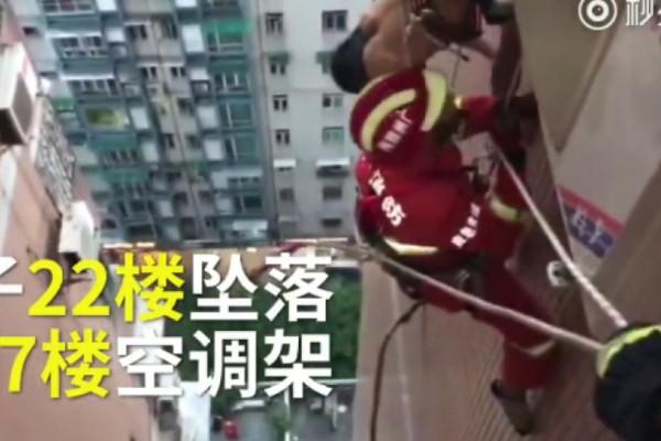 Σοκαριστικό βίντεο:  Άνδρας «κολλά» στον 17ο όροφο αφού πέφτει από τον 22ο!
