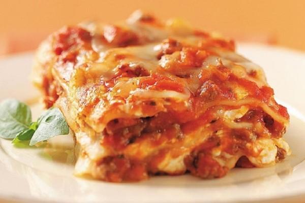 Μια συνταγή που θα σας ξετρελάνει: Λαζάνια με κιμά και κρέμα τυριών!
