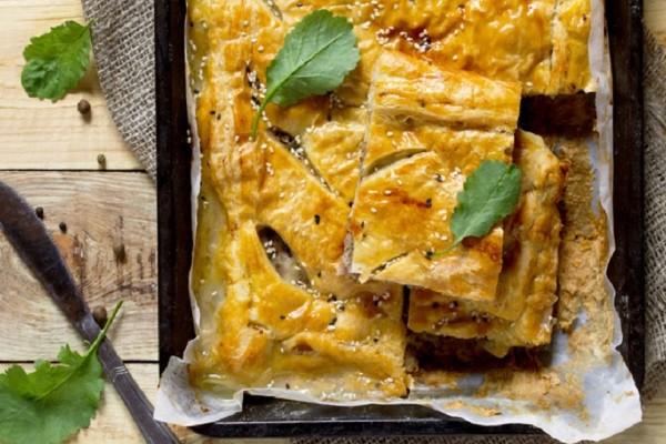 Μια νόστιμη συνταγή: Φτιάξτε μια φοβερή κιμαδόπιτα με μπεσαμέλ!