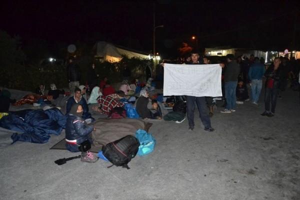 «Καζάνι που βράζει» η Μόρια - Κινητοποιήσεις προσφύγων με έναν νεκρό