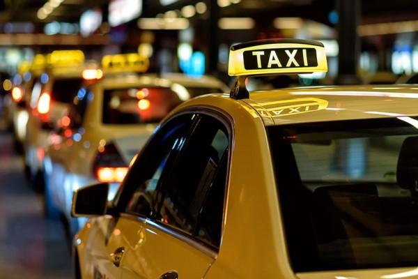 Πλαστικό χρήμα παντού: POS και στα ταξί!