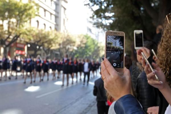 Ντροπή: Σάλος με μαθητή στην Θεσσαλονίκη: Θα τα χάσετε μόλις δείτε τι φόρεσε για να παρελάσει (photos)