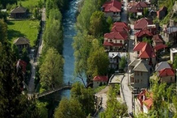 Το απίστευτης ομορφιάς χωριουδάκι! Το μοναδικό ελληνικό χωριό που διασχίζεται από ποτάμι!
