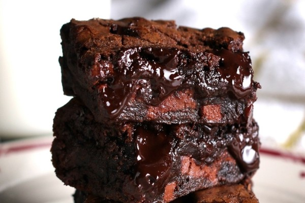 Η πιο εύκολη και υπέροχη συνταγή: Τα καλύτερα σοκολατένια μπράουνις!