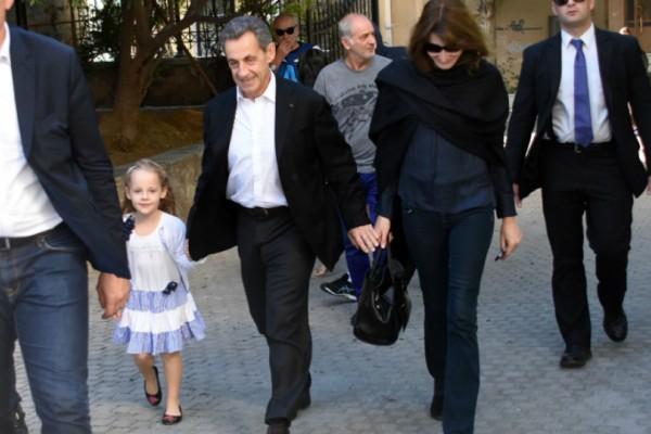 Νικολά Σαρκοζί και Κάρλα Μπρούνι βόλτα με την 6χρονη κόρη τους στην... Ακρόπολη (Photos)