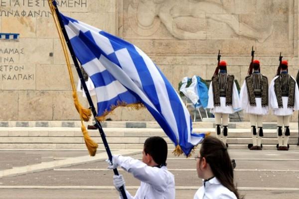 Σάλος στην Αχαΐα: Μαθήτρια από την Αλβανία με απαλλαγή από τα Θρησκευτικά κληρώθηκε να σηκώσει την σημαία!