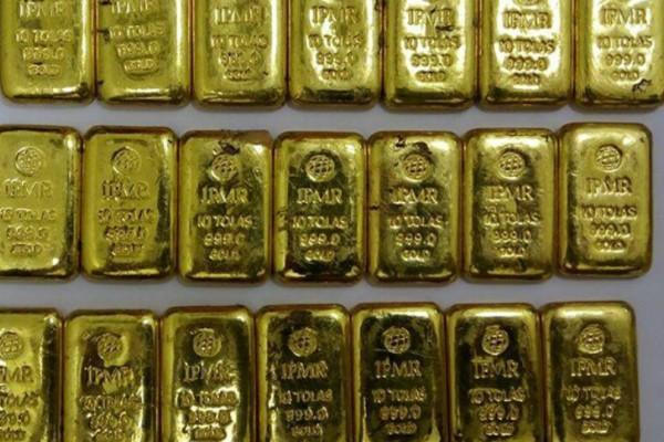 Υπάλληλοι αεροδρομίου εντόπισαν δέκα κιλά χρυσό στους... πρωκτούς επιβατών!