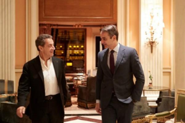 Χαλαρός και ευδιάθετος ο Κυριάκος Μητσοτάκης συναντήθηκε με τον... Νικολά Σαρκοζί! (Photo)