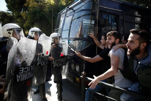 «Άναψαν τα αίματα» έξω από το υπουργείο Δικαιοσύνης - Φοιτητές ζητούν την αποφυλάκιση της Ηριάννας (Photo)