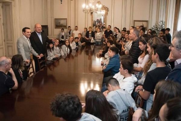 Συνάντηση Τσίπρα με μαθητές και καθηγητές στο Μαξίμου!