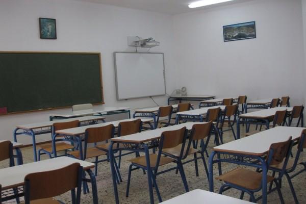 Απίστευτο περιστατικό στον Χολαργό: Παράθυρο έπεσε στο κεφάλι μαθητή την ώρα του μαθήματος!