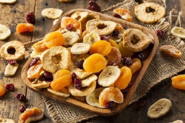 Κι όμως είναι θερμιδικές «βόμβες»: Αυτά είναι τα αποξηραμένα φρούτα που πρέπει να αποφεύγεις!