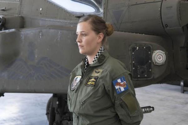 Επιλοχίας Ολγα Τσακνάκη: Μία γυναίκα στη «φωλιά» των Apache! (photos)