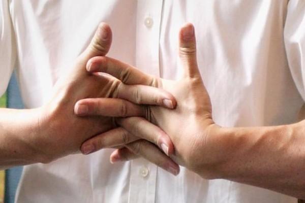Τρίξιμο στις αρθρώσεις: Πότε πρέπει να ανησυχήσετε;