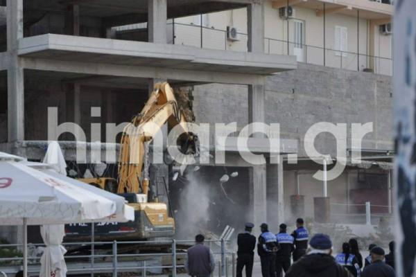 Χειμάρρα: Εισβολή 3.000 αστυνομικών - Ο Ράμα γκρεμίζει τα σπίτια των ομογενών (Photos+video)