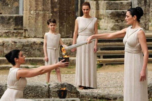 Live εικόνα: Η τελετή αφής της Ολυμπιακής Φλόγας από την Αρχαία Ολυμπία!