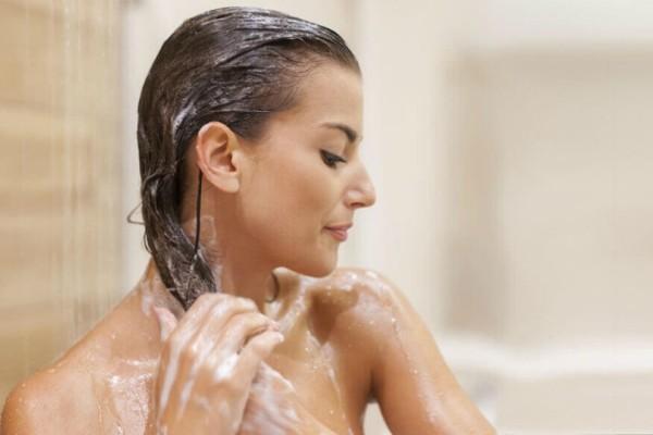 Τελικά κάθε πότε πρέπει να λούζεις τα μαλλιά σου;