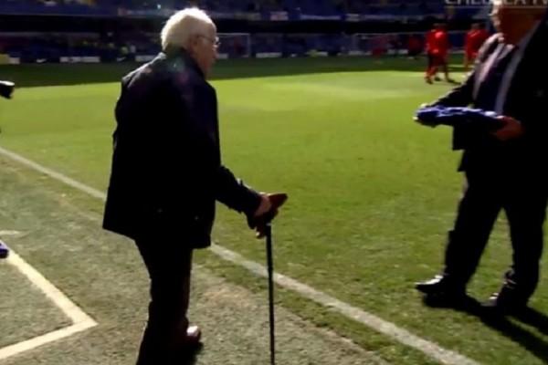 Συγκινητικό βίντεο: Η απίστευτη έκπληξη της Τσέλσι σε έναν οπαδό ετών 90!