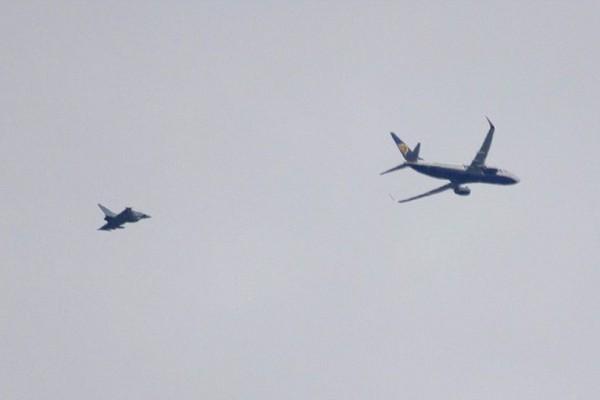 Συναγερμός στον αέρα σε πτήση της Ryanair! Σηκώθηκαν αεροσκάφη της Αεροπορίας!