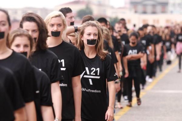 Walk for freedom: Μαύρα ρούχα και μαντήλια κατά της εμπορίας ανθρώπων!