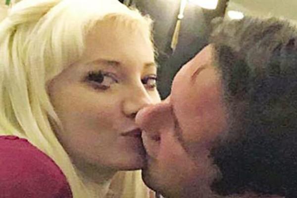 Ζευγάρι με νεαρό Τούρκο δισεκατομμυριούχο η Τζούλια Αλεξανδράτου (Photos)