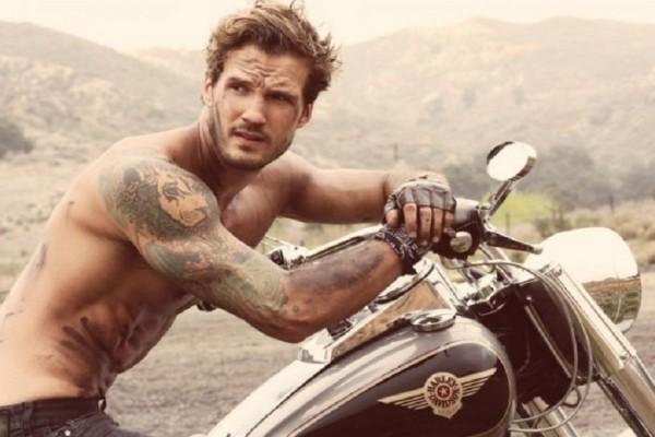 Άνδρες σας ενδιαφέρει: Έχετε τατουάζ και γυμνάζεστε; - Πώς επηρεάζουν το κορμί μας;