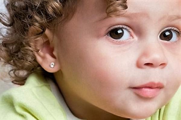 Γονείς δώστε βάση: Το παιδί σας θέλει να τρυπήσει τα αυτιά του; -  Όλα όσα θα πρέπει να γνωρίζετε