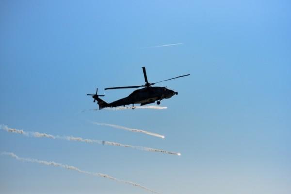 Εντυπωσιακές εικόνες από το Πολεμικό Ναυτικό: Πλοία, ελικόπτερα και αλεξιπτωτιστές μάγεψαν την Θεσσαλονίκη!