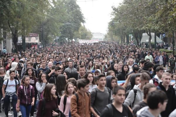 Θεσσαλονίκη: Πορεία αντιεξουσιαστών για τα δικαιώματα των διεμφυλικών!