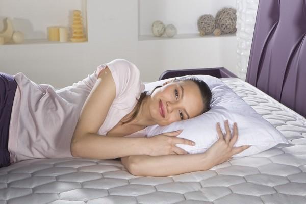 Για όνειρα... γλυκά: Ένα εύκολο και έξυπνο κόλπο για να βρεις το κατάλληλο μαξιλάρι για σένα