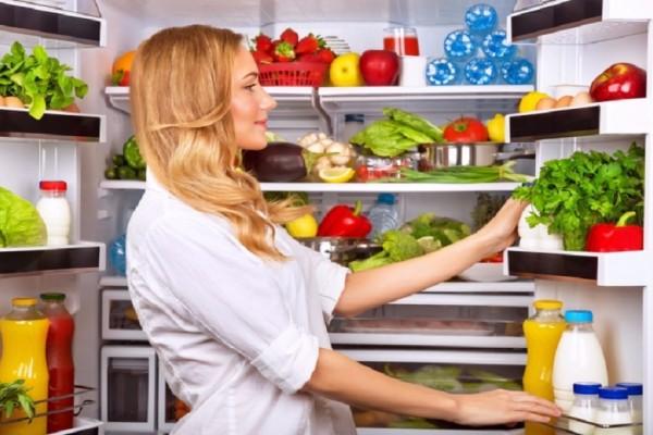Ώρα για καθάρισμα: 7 πράγματα που πρέπει να πετάξεις από το ψυγείο σου!