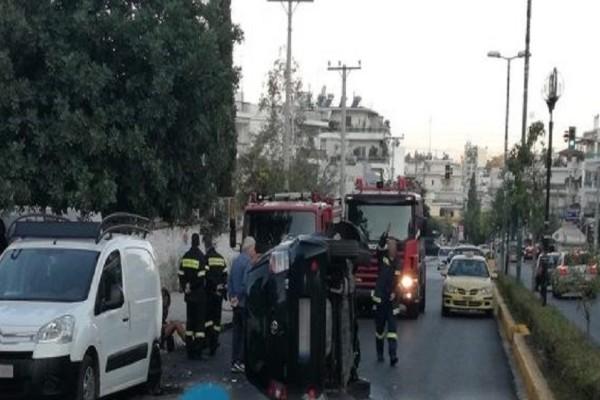Απίστευτο τροχαίο στην Ηλιούπολη - Αυτοκίνητο αναποδογύρισε στη μέση του δρόμου (Photo)