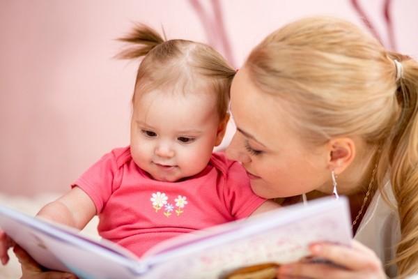 Εσύ μιλάς, αυτό ακούει; - Τι καταλαβαίνει ένα μωρό όταν του διαβάζεις!
