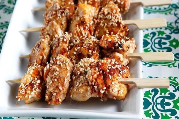 Η πιο νόστιμη συνταγή που θα λατρέψετε! - Σουβλάκια κοτόπουλου με σουσάμι!