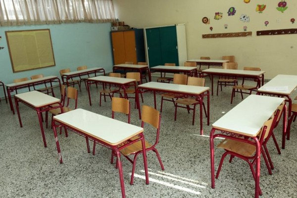 Αν είναι δυνατόν! Δάσκαλος στην Αλεξανδρούπολη κλείδωσε μαθητές στην αίθουσα και τους πέταγε αντικείμενα βρίζοντάς τους!