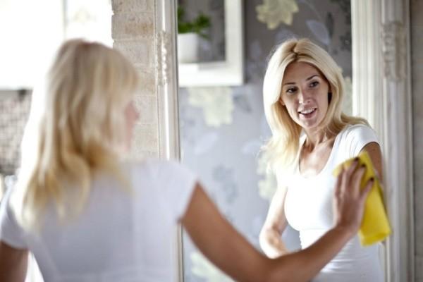 Θολώνει ο καθρέφτης του μπάνιου; - Ένα έξυπνο tip που θα σου λύσει τα χέρια!