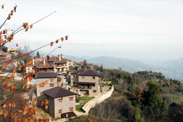 """""""Αποδράστε"""" στα 6 πιο όμορφα χωριά της Ελλάδας! Τζάκι και θέα… στο βουνό (Photos)"""